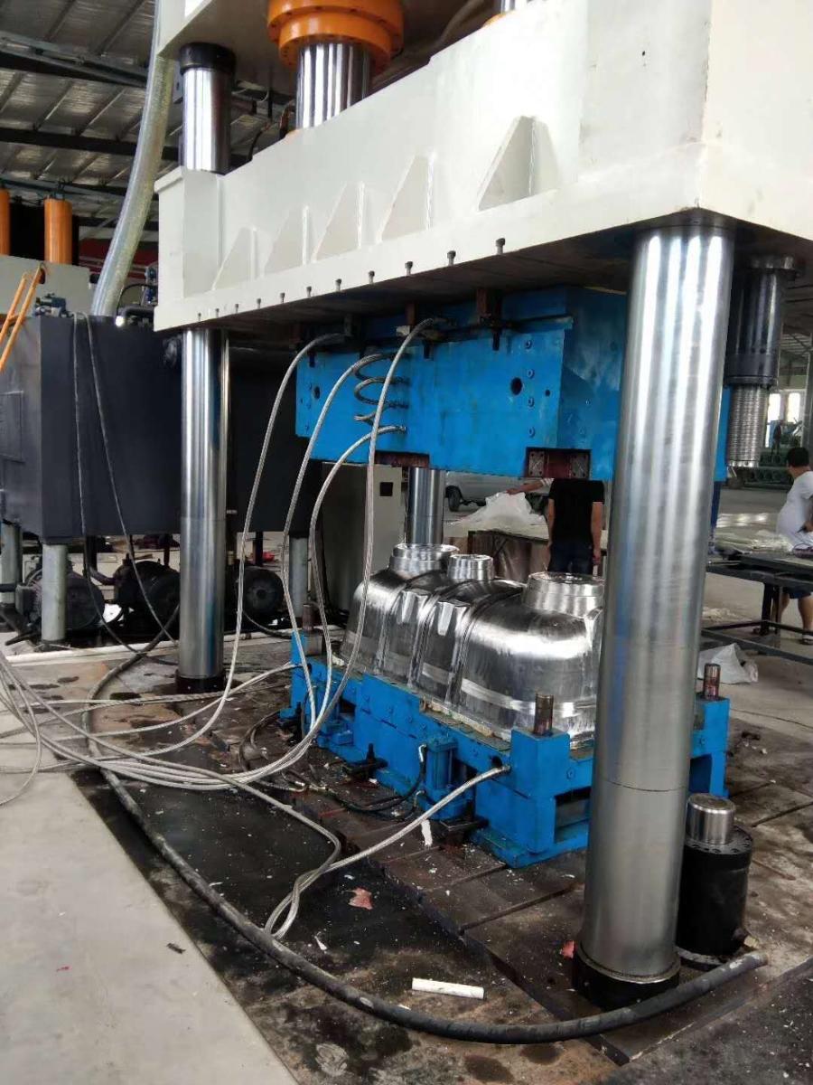 龙康排水沟生产设备,大型油压机